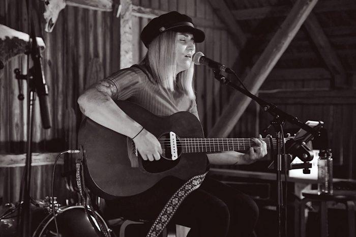 Q&A with Amanda Örtenhag - The voice behind Lisa Peterson